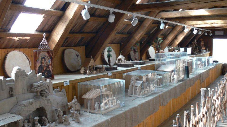 Betlémy a sochy v jiříkovské galerii