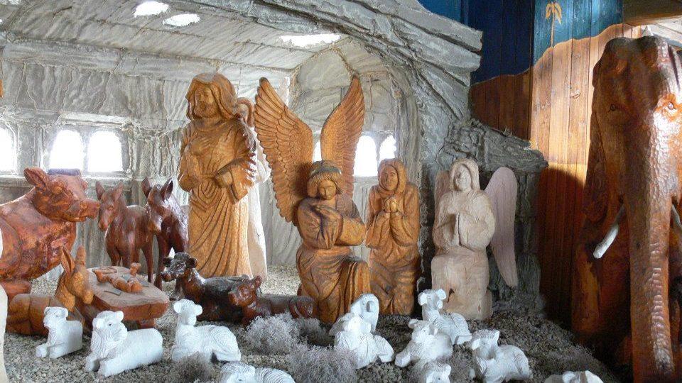 Vyřezávaný betlém v jiříkovské galerii
