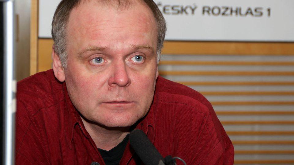 Známý herec Igor Bareš odpovídal ve studiu Radiožurnálu