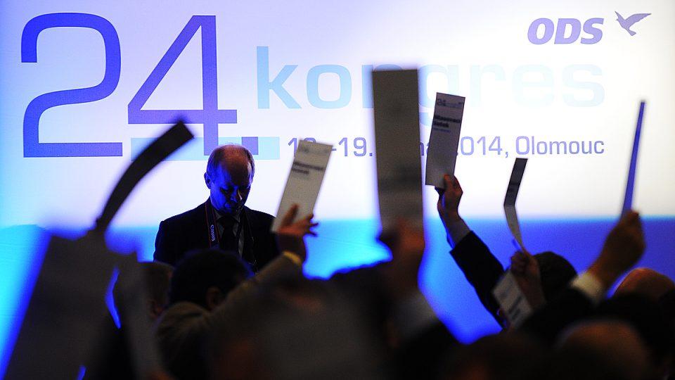 Delegáti hlasují na kongresu ODS v Olomouci