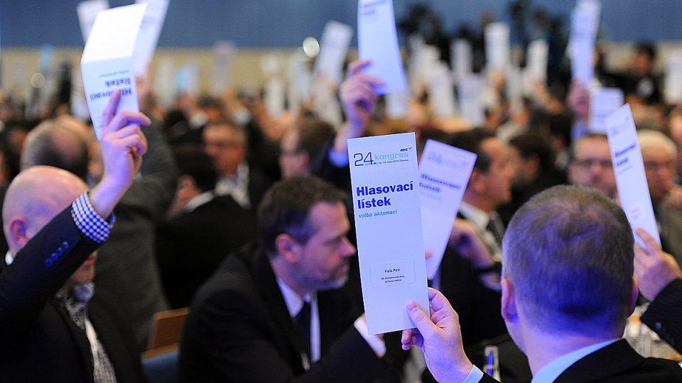 Delegáti volebního kongresu ODS hlasují