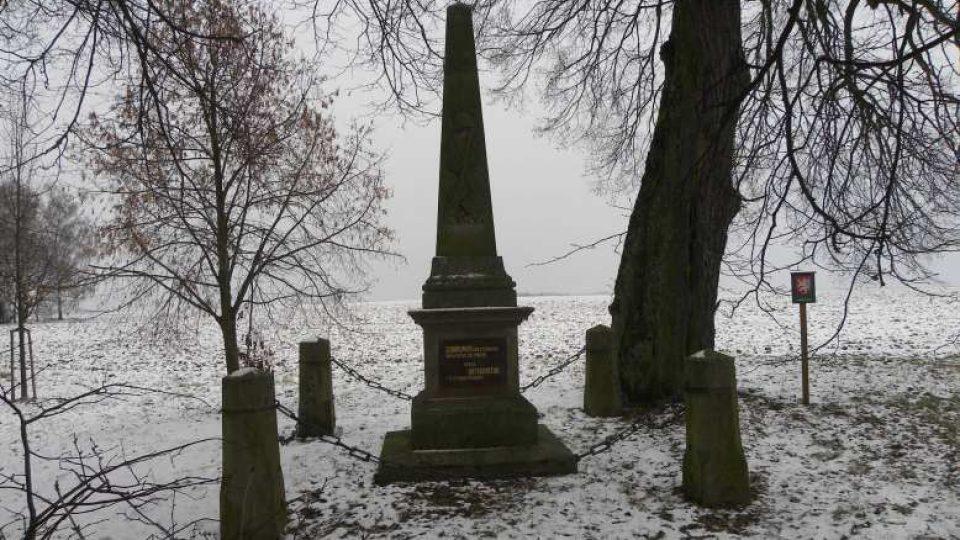 Hoříněves - Památník u lip