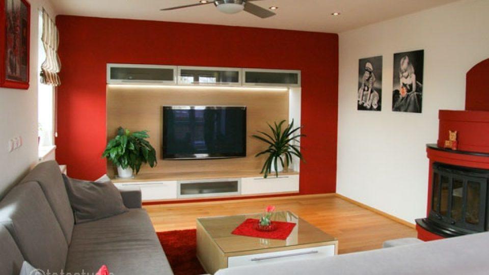 Stěna okolo televize ze sádrokartonu