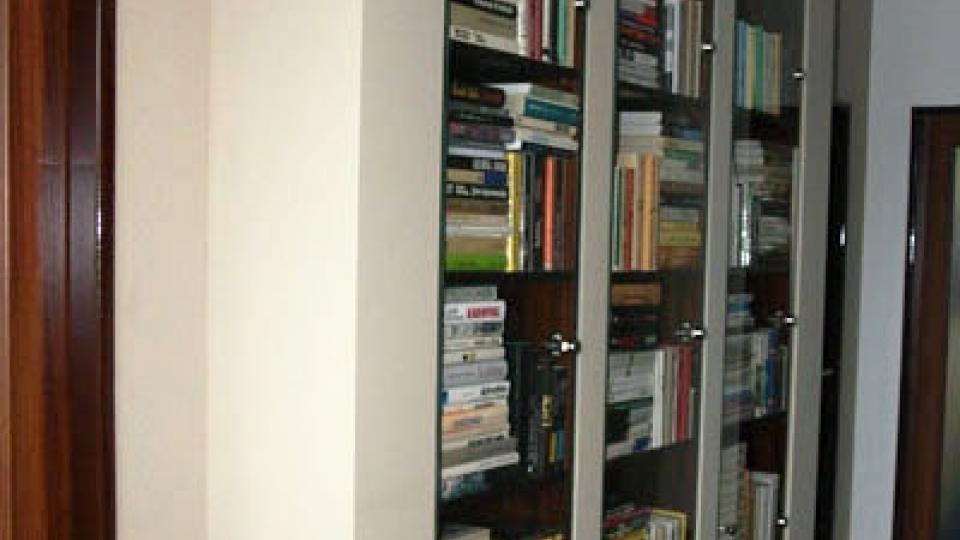 Knihovna ze sádrokartonu
