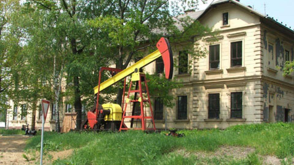 Pohled na Muzeum naftového dobývání a geologie