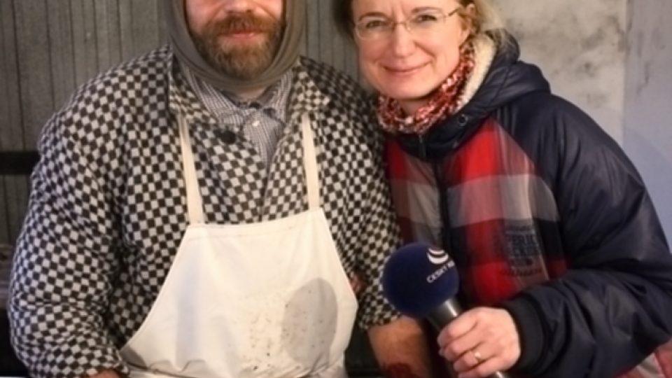 Řezník Jaroslav Fikera a redaktorka Jitka Slezáková