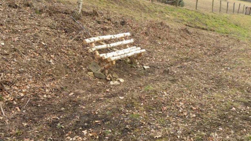 Peklo nad Zdobnicí - březová lavička