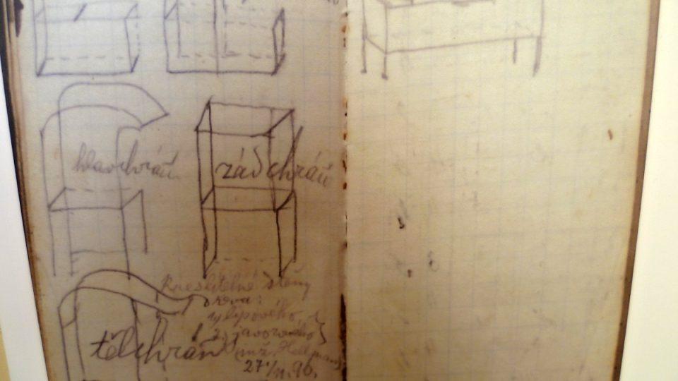 Náčrtky nábytku. Dva exponáty podle něj pro muzeum vyrobil místní truhlář