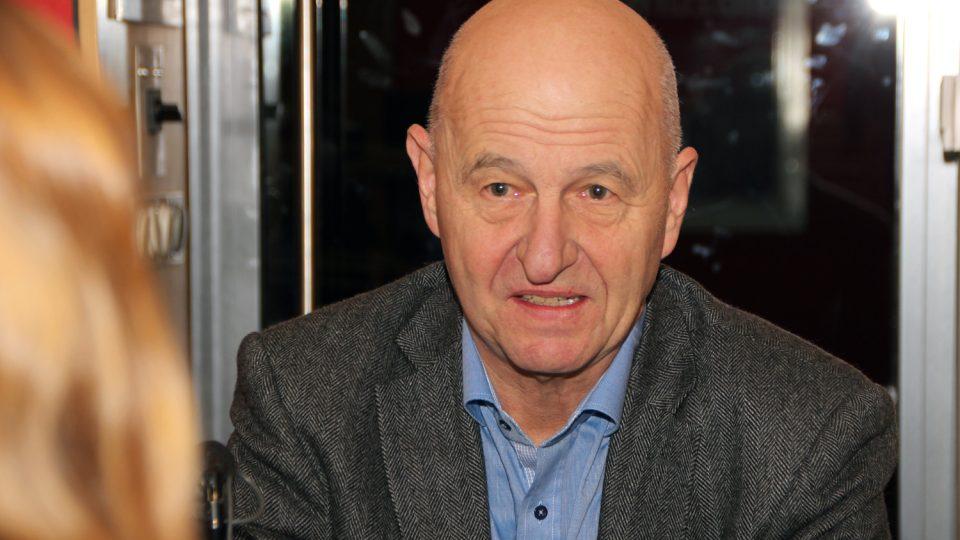 Známý spisovatel Ondřej Neff byl hostem Radiožurnálu. Tentokrát mluvil o blackoutu
