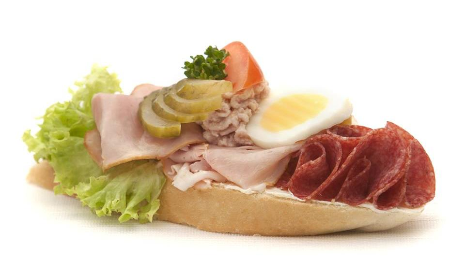 Téměř stejně vypadal obložený chlebíček, který vynalezl Jan Paukert
