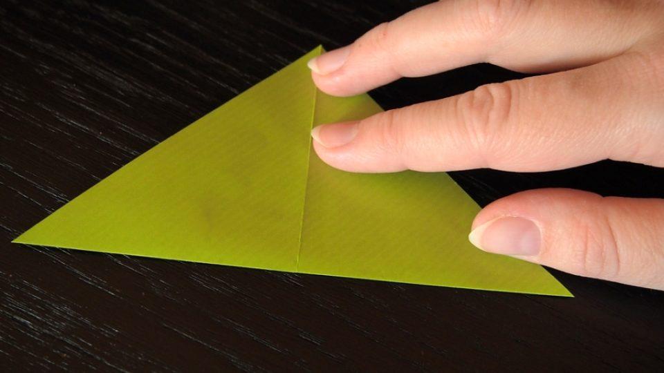 Složte si kosatec z papíru - 2. krok