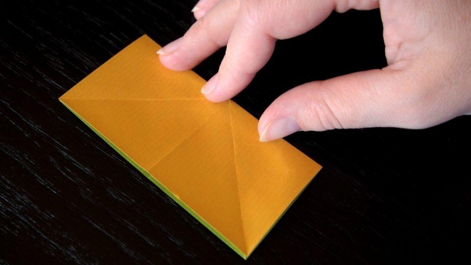 Složte si kosatec z papíru - 3. krok