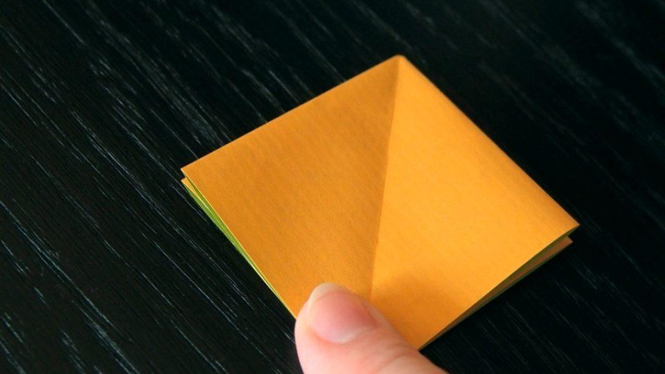 Složte si kosatec z papíru - 4. krok