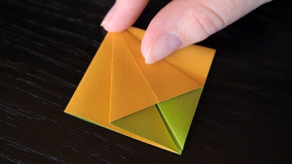 Složte si kosatec z papíru - 6. krok