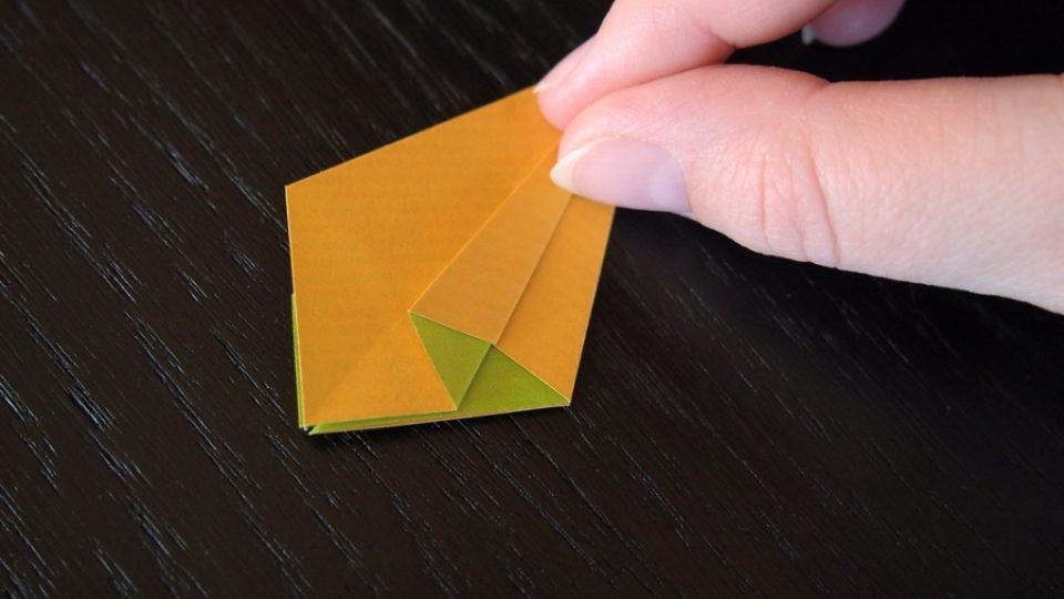 Složte si kosatec z papíru - 8. krok