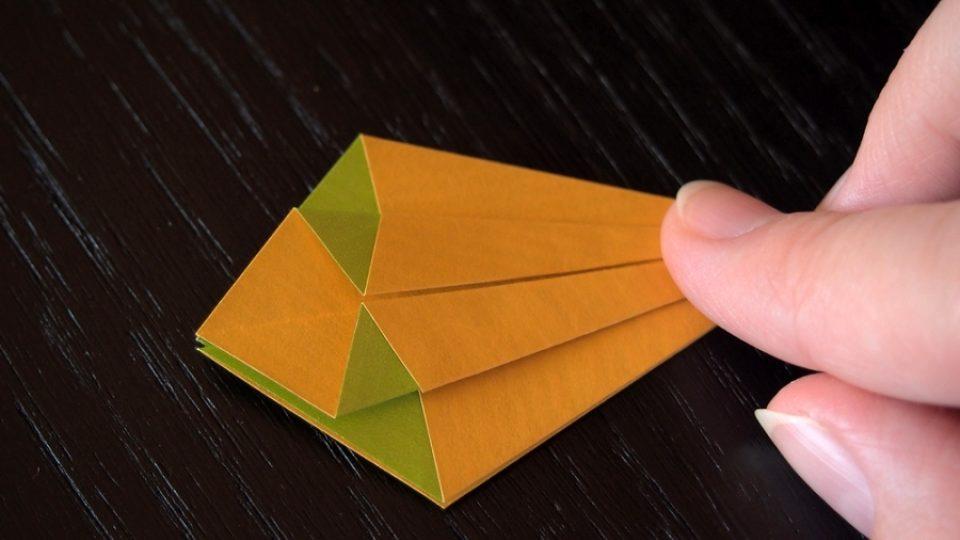 Složte si kosatec z papíru - 9. krok
