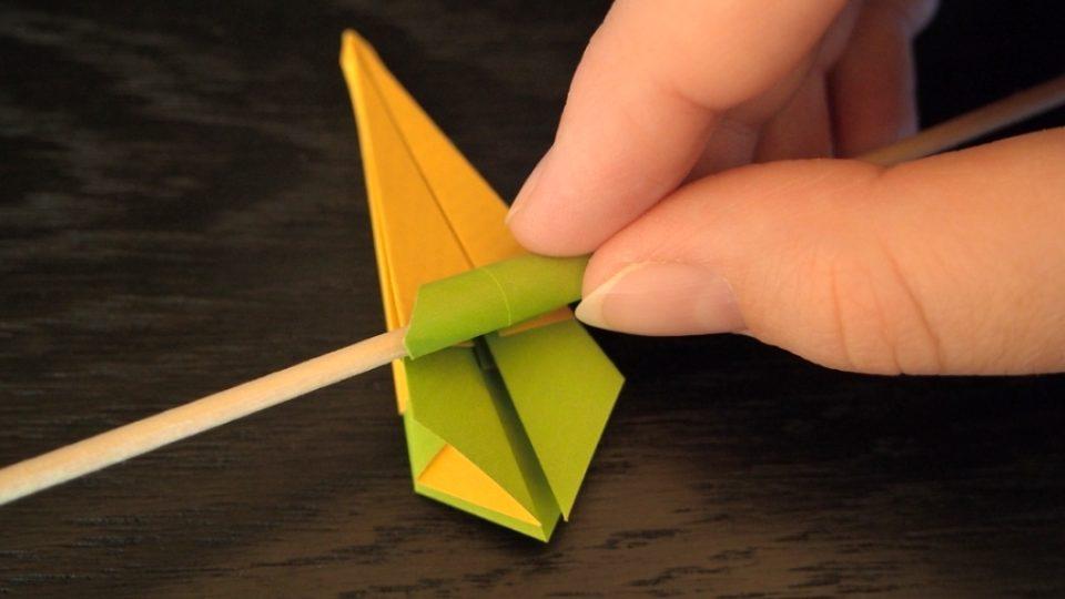 Složte si kosatec z papíru - 11. krok