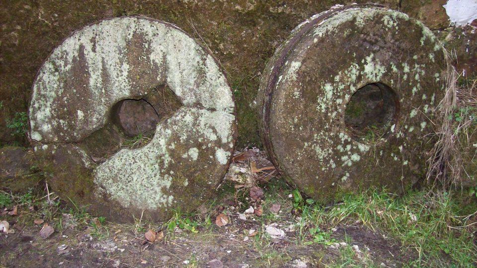 Staré mlýnské kameny