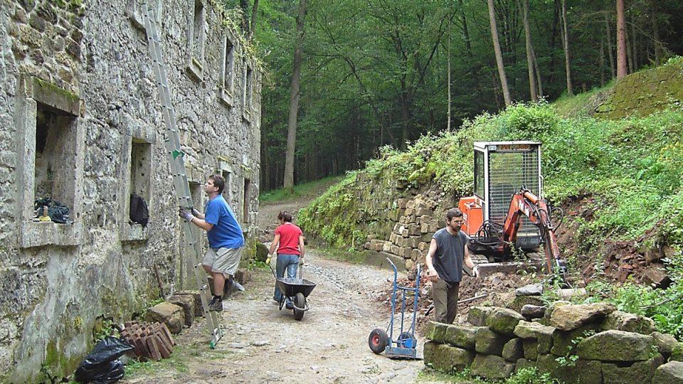 Pokračující práce na mlýnu v roce 2007