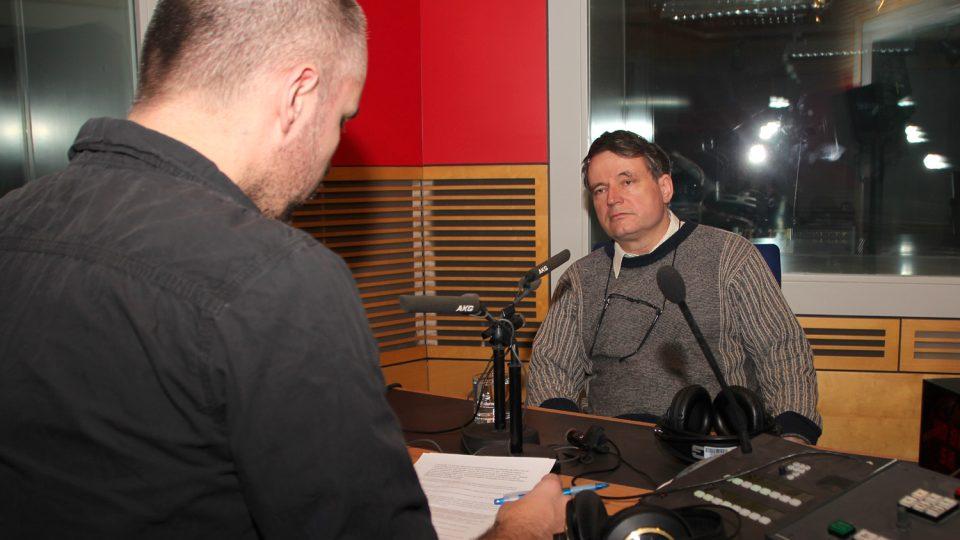 Jan Rychlík odpovídal na otázky Martina Veselovského ve Dvaceti minutách Radiožurnálu
