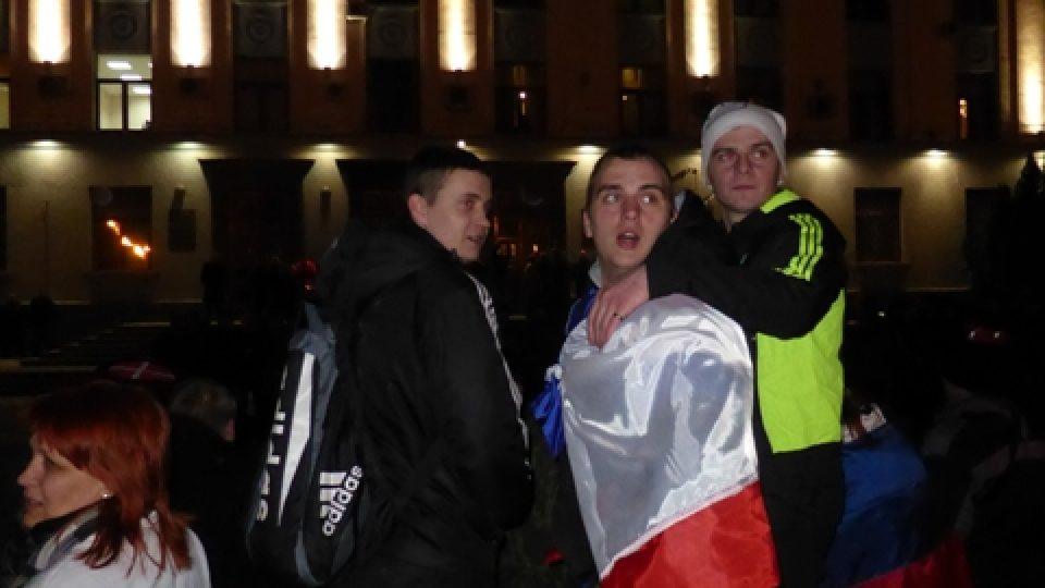 Lidé oslavují výsledek referenda na Krymu