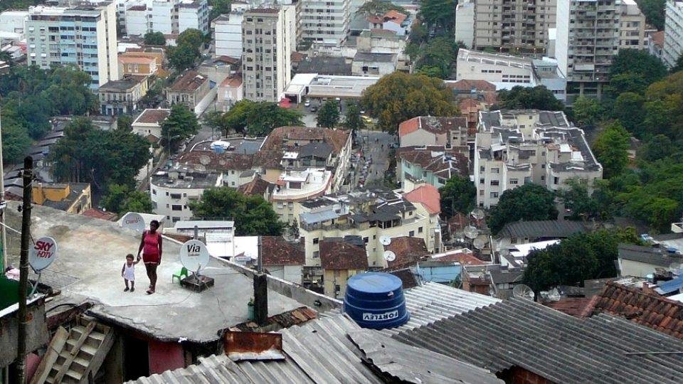 Chudí ve favelách v Riu de Janeiro bydlí vysoko nad těmi bohatými