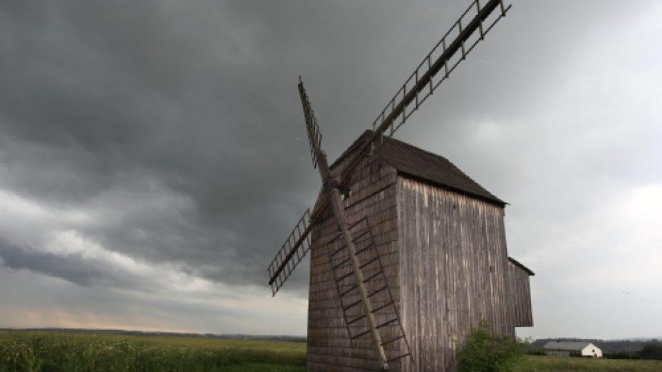 Větrný mlýn u Horního Nového Dvoru