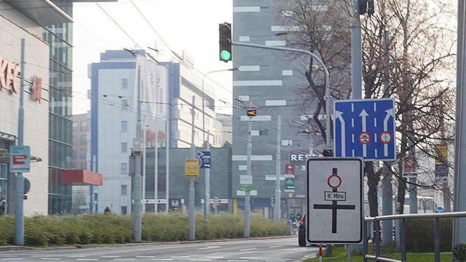 I přes velkou uzavírku hlavního průtahu Pardubicemi, byla ve městě ráno doprava v normálu