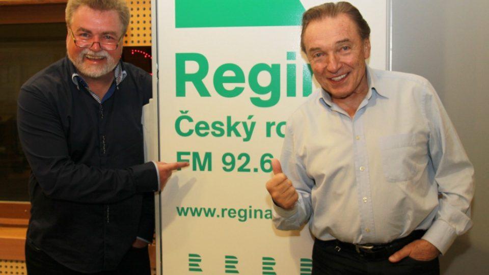 Karel Gott a moderátor Zdeněk Vrba ve studiu Reginy