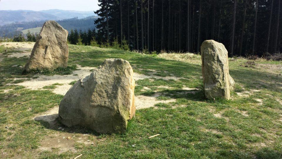 Hraninčí kameny tří obcí na vrchu Vartovna