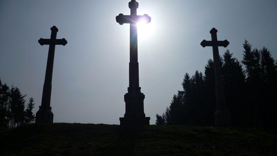 Vrch Kaplisko se třemi kamennými kříži