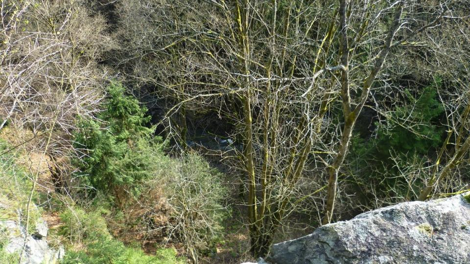 Pohled z Čertova stolku do údolí Doubravky