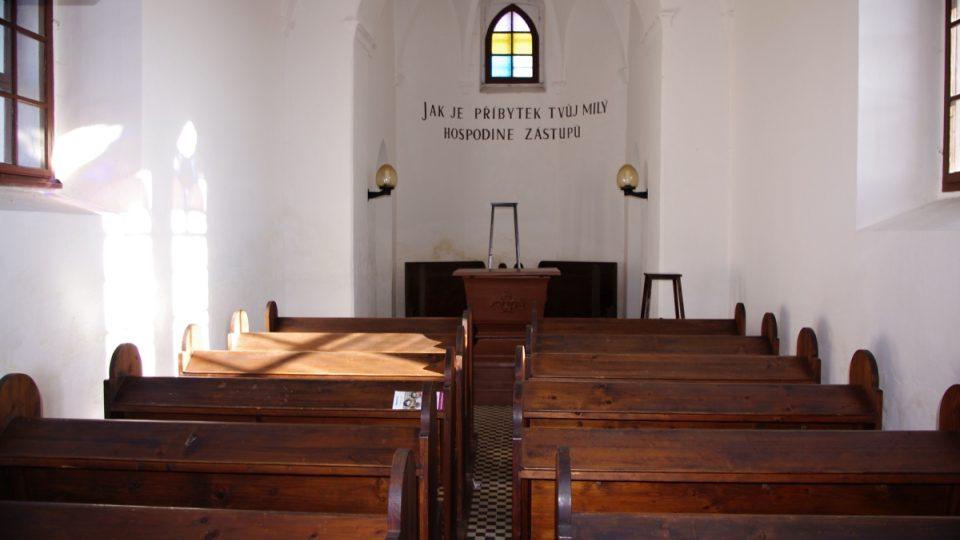 Interiér kaple Svébohov