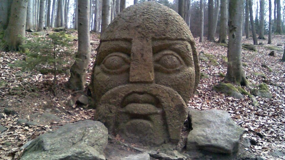 Hlava Blanického rytíře vytesaná v kameni
