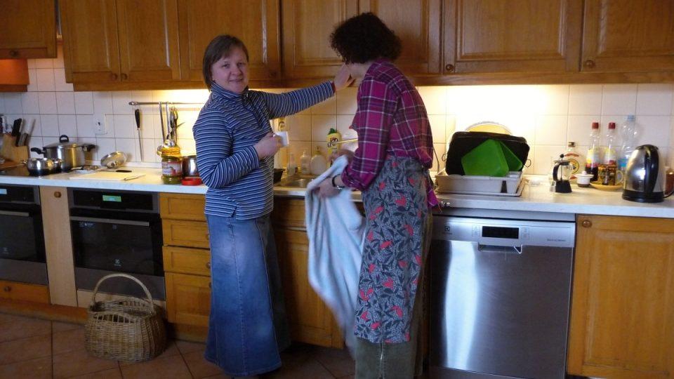 Kardinálu Dukovi vaří v této kuchyni polské sestry Alexandra a Wiesia