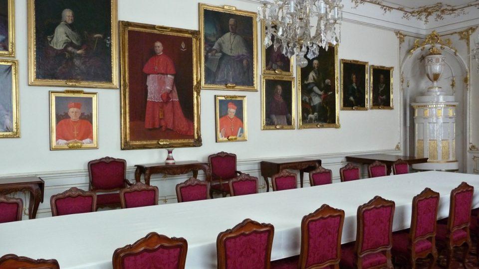 V Sále arcibiskupů se pořádají hostiny pro více účastníků