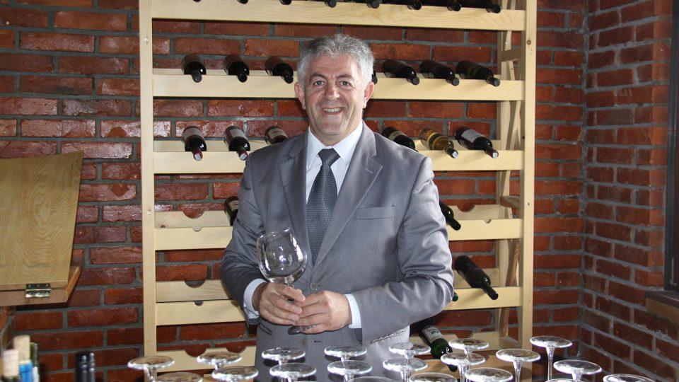 Hamëz Rama, šéf sdružení dvanácti vinařství zvaného Enologjia