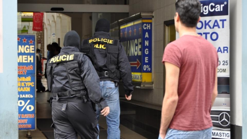 Kriminalisté z ÚOOZ zasahují v sídle Islámské nadace v ulici Politických vězňů v Praze