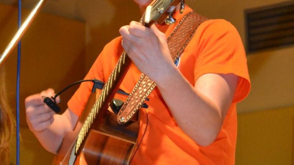 René Tesák Matlášek - autor, zpěv, kytara, příčná flétna, džembe