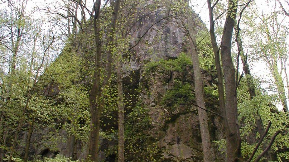 Zkamenělý zámek z údolí