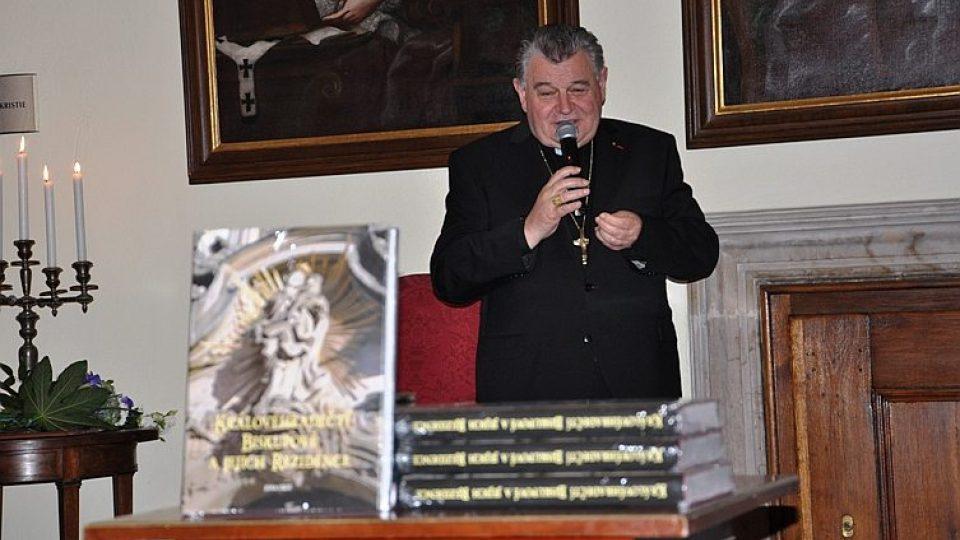 Vyšla unikátní kniha o hradeckém biskupství