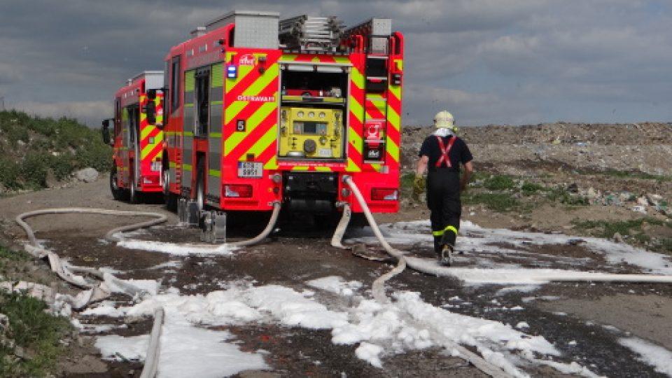 Požár na skládce plastů v Ostravě-Hrušově