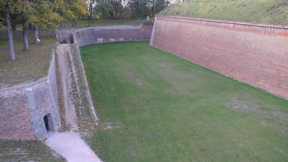 Vnější opevnění s vnitřním Bastionem. Na něm byla umístěna dělostřelecká baterie