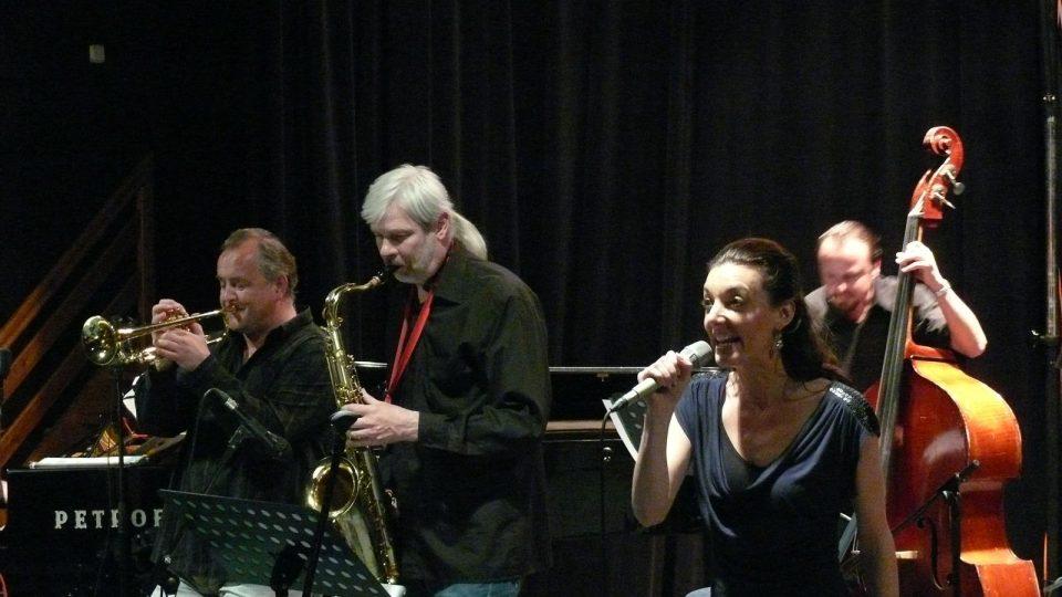 Hudebně-zábavný večer s Daliborem Gondíkem a Dashou