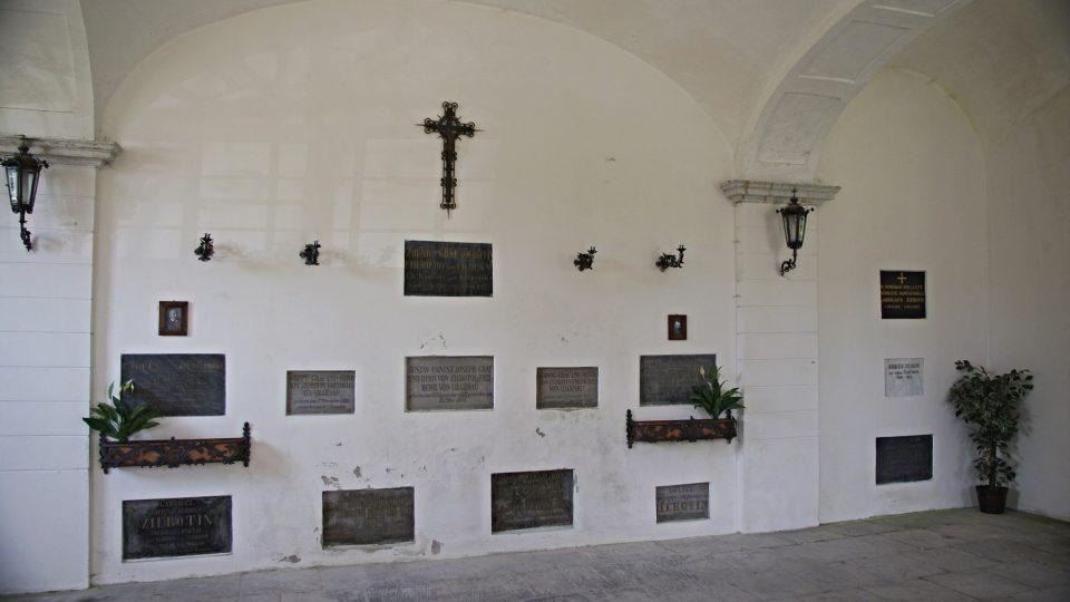 Interiér bludovské žerotínské hrobky