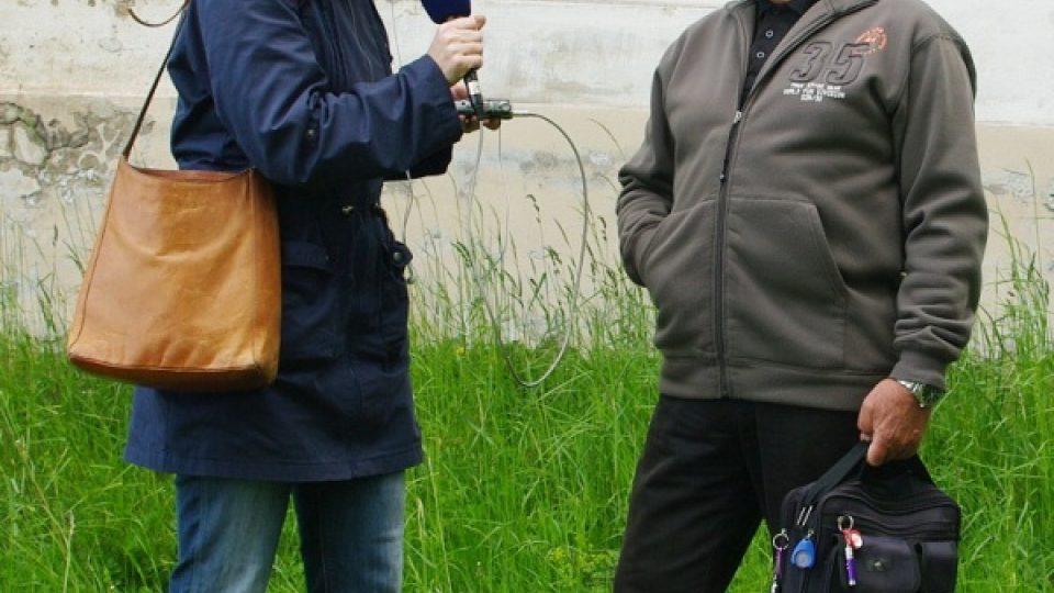 Reportérka Petra Štrymplová s Rudolfem Kolářem o sopkách Bruntálska