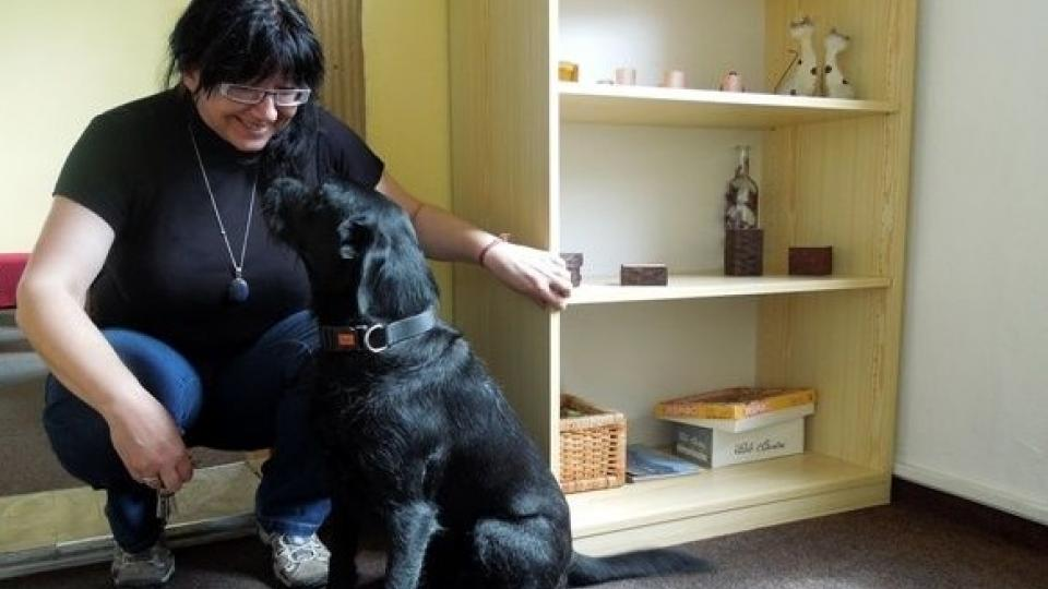 Petra Ďásková v Krizovém centru Ostrava se svým psem