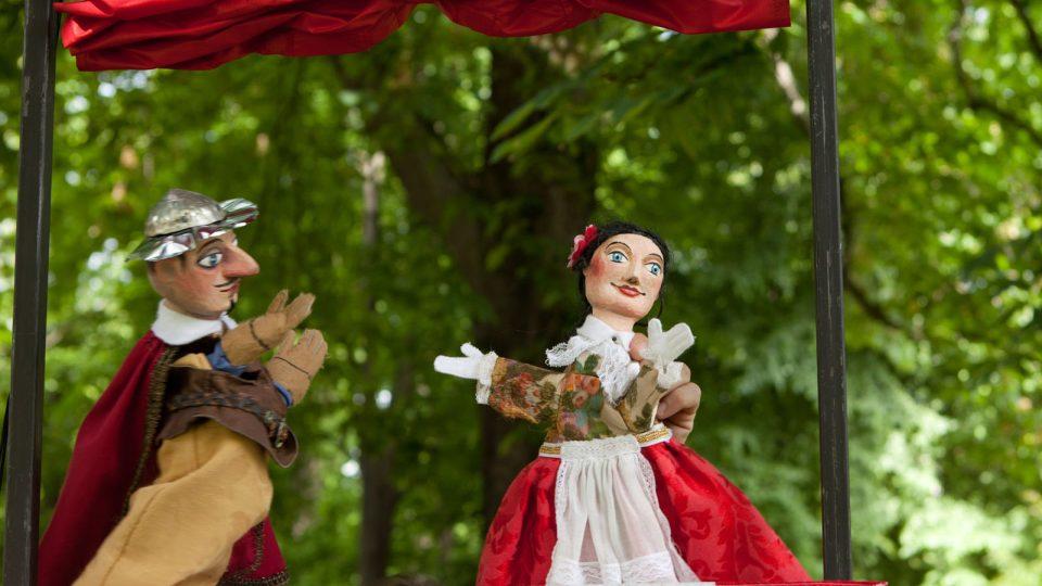 Představení Malého divadla s názvem Quijote! se odehrává v historickém centru Českých Budějovic
