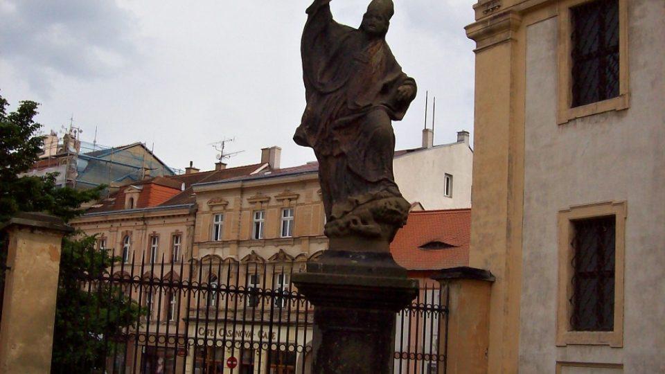 Zámek Duchcov - socha před zámkem