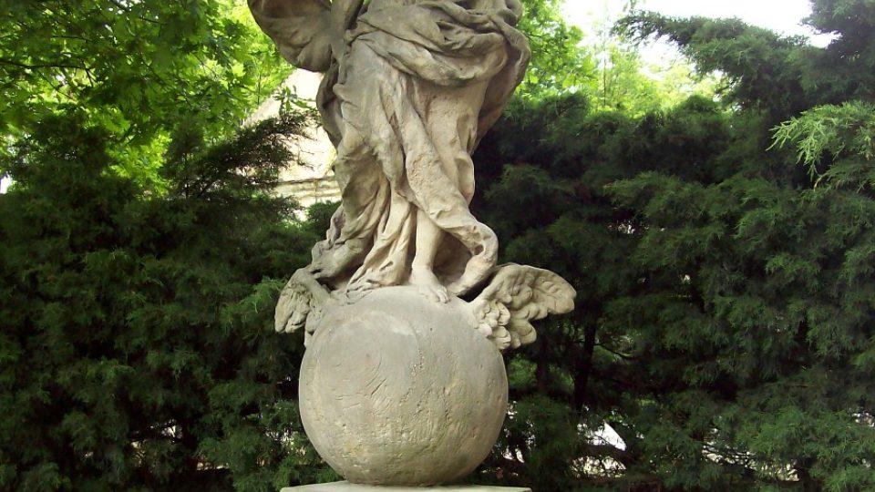 Zámek Duchcov - socha v zahradě